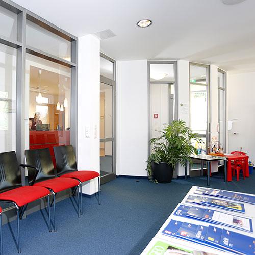 Orthopädische Klinik Hessisch Lichtenau - Wartebereich